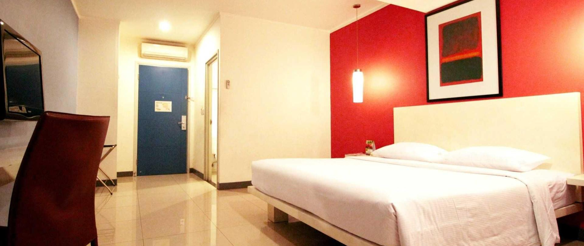 superior-double-room-plaza-hotel-glodok-edit.jpg