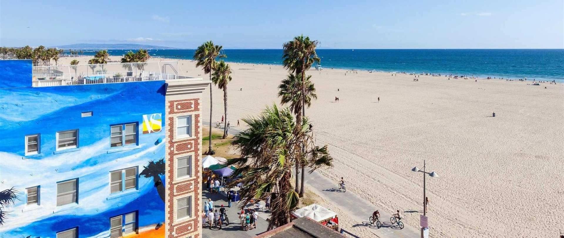 buuteeq-vs-exterior-beach.jpg.1920x810_default.jpeg.1920x810.jpeg