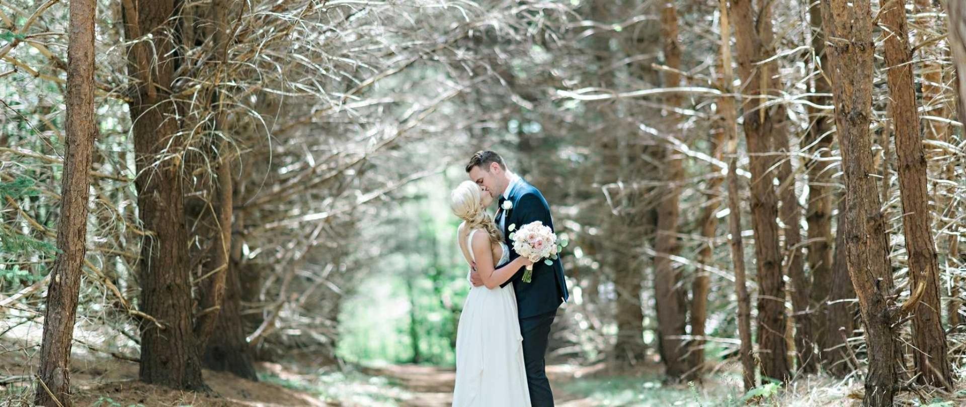 kristie-jarrett-bride-groom-0377.jpg.1920x810_default.jpg