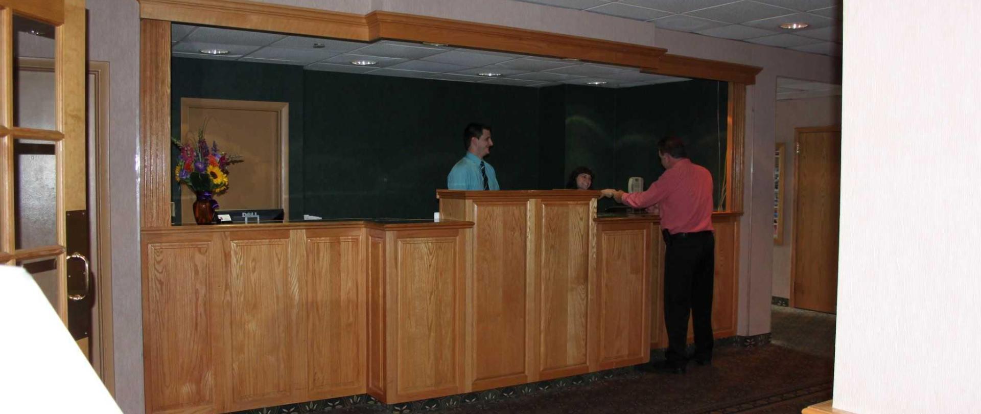 trip-hotel-ithaca-front-desk.JPG