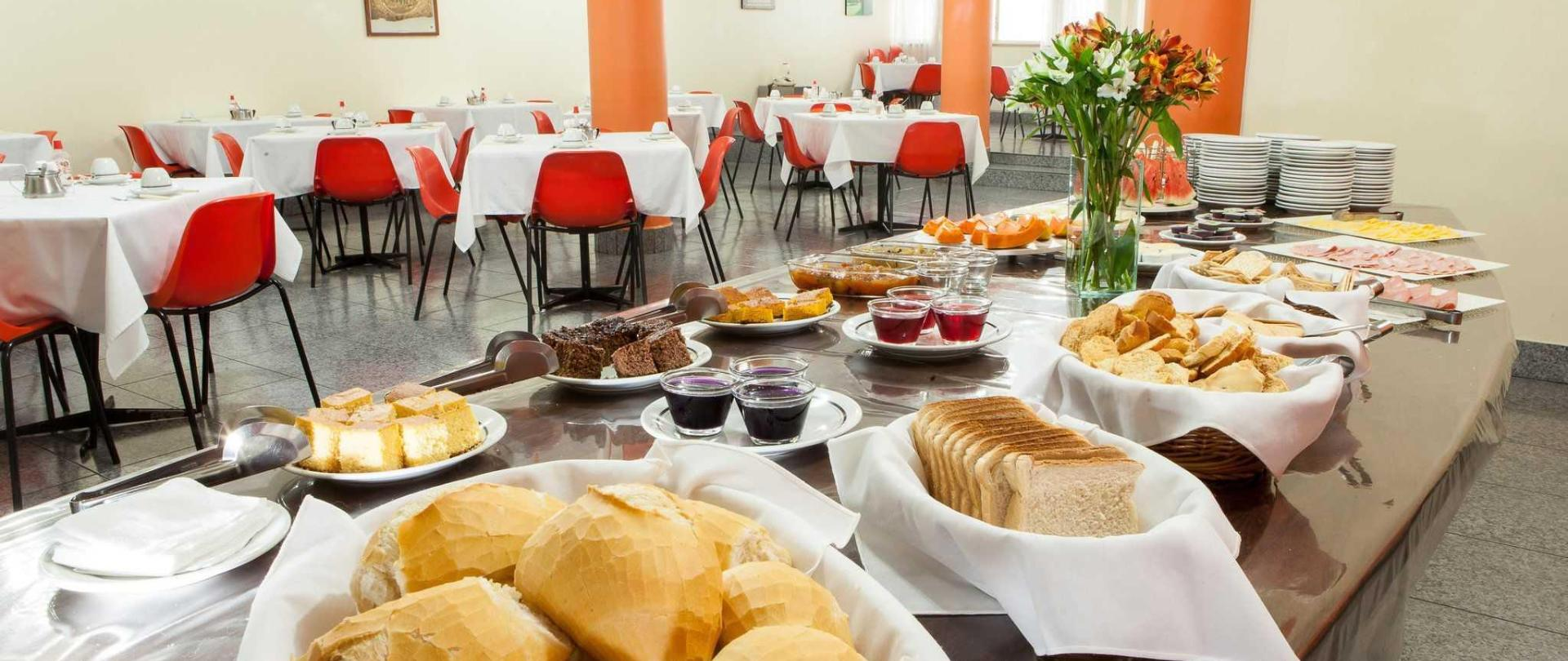 domus-hotel-buffet-caf-da-manh-centro-s-o-paulo-2.JPG