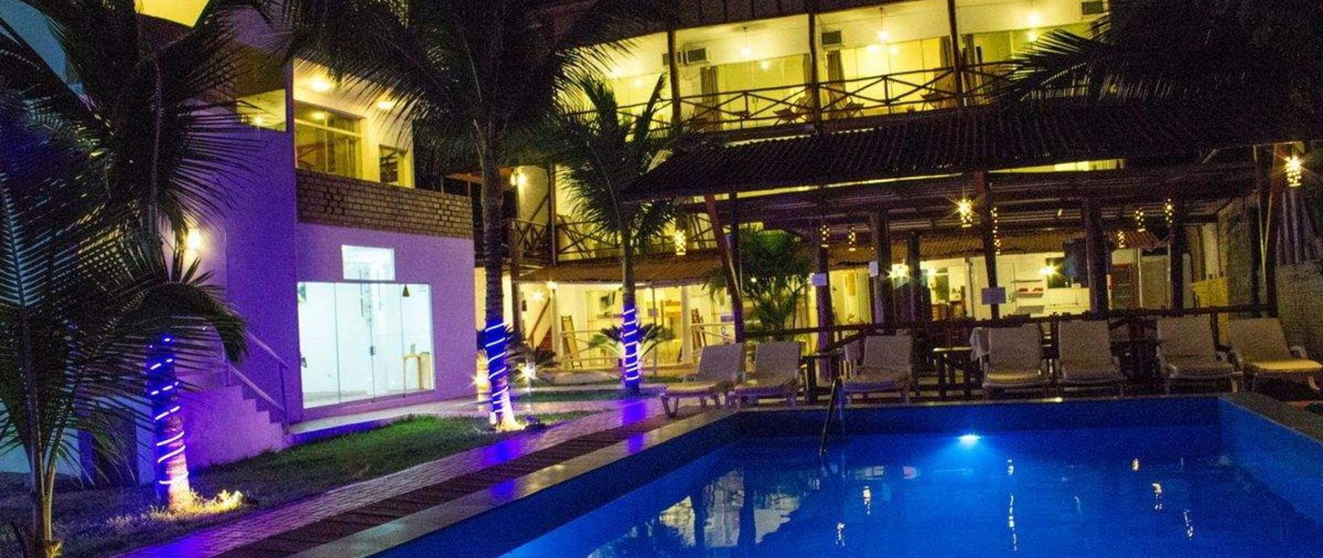 piscina-de-noche.jpg