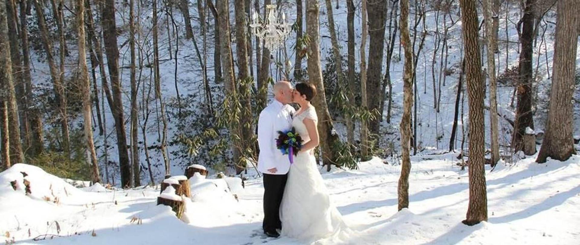 chapel-at-the-park-winter-wedding-01.jpg.1140x481_default.jpg
