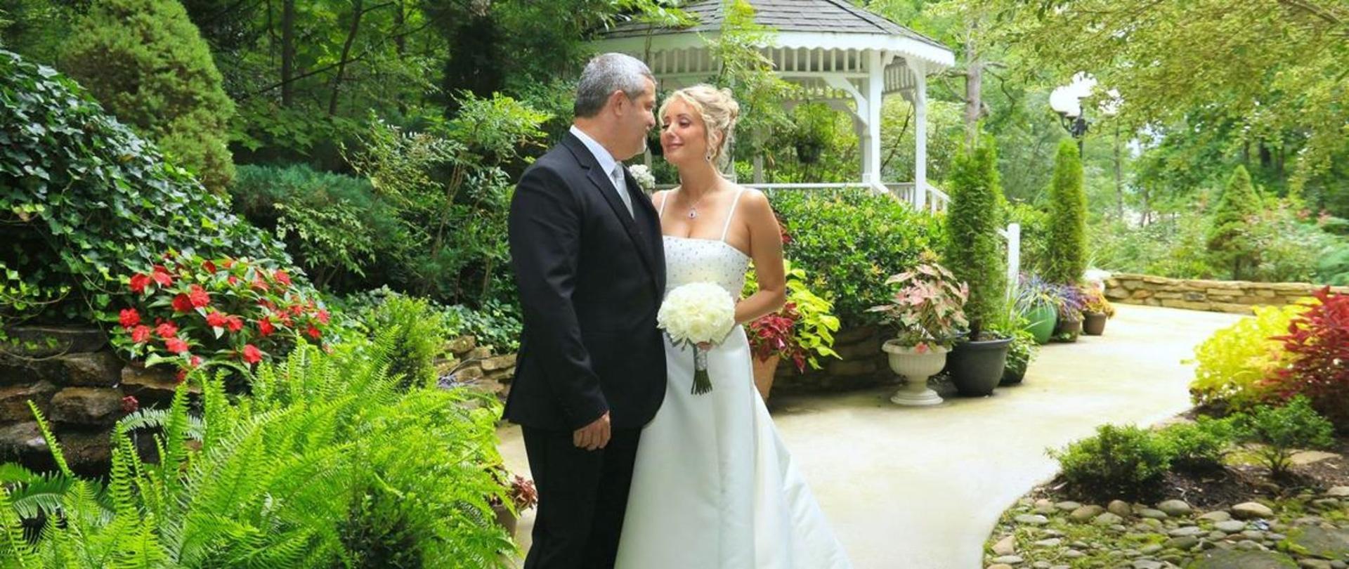 chapel-at-the-park-garden-couple.jpg.1140x481_0_99_5937.jpg