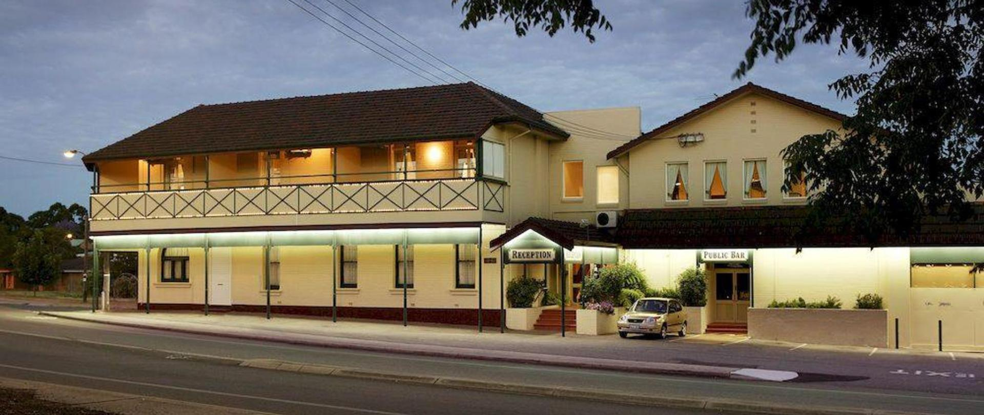 Quality Hotel Bayswater.jpg