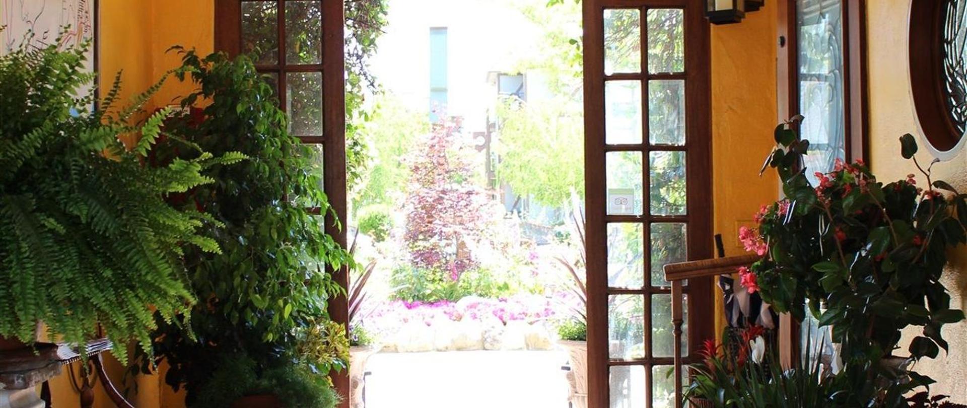 solvang-garden-front-breezeway.JPG