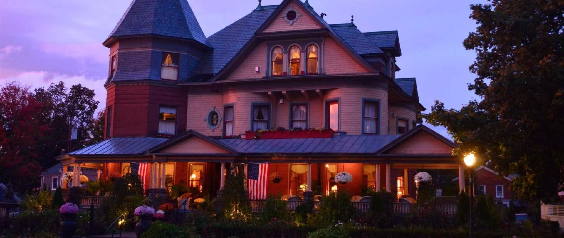 13night-mansion-1.jpg.1920x810_0_225_10000.jpeg.1920x0.jpeg