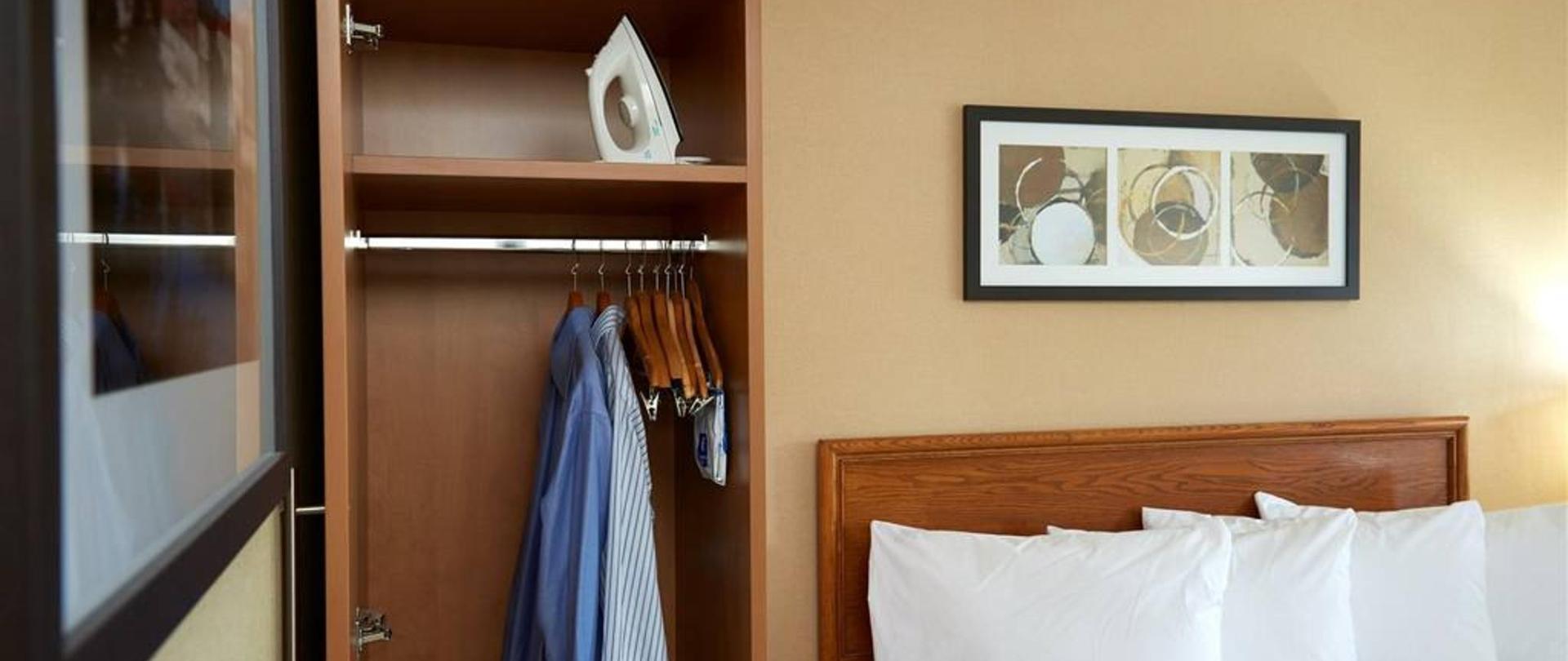 42-loads-of-closet-space.jpg.1024x0.jpg