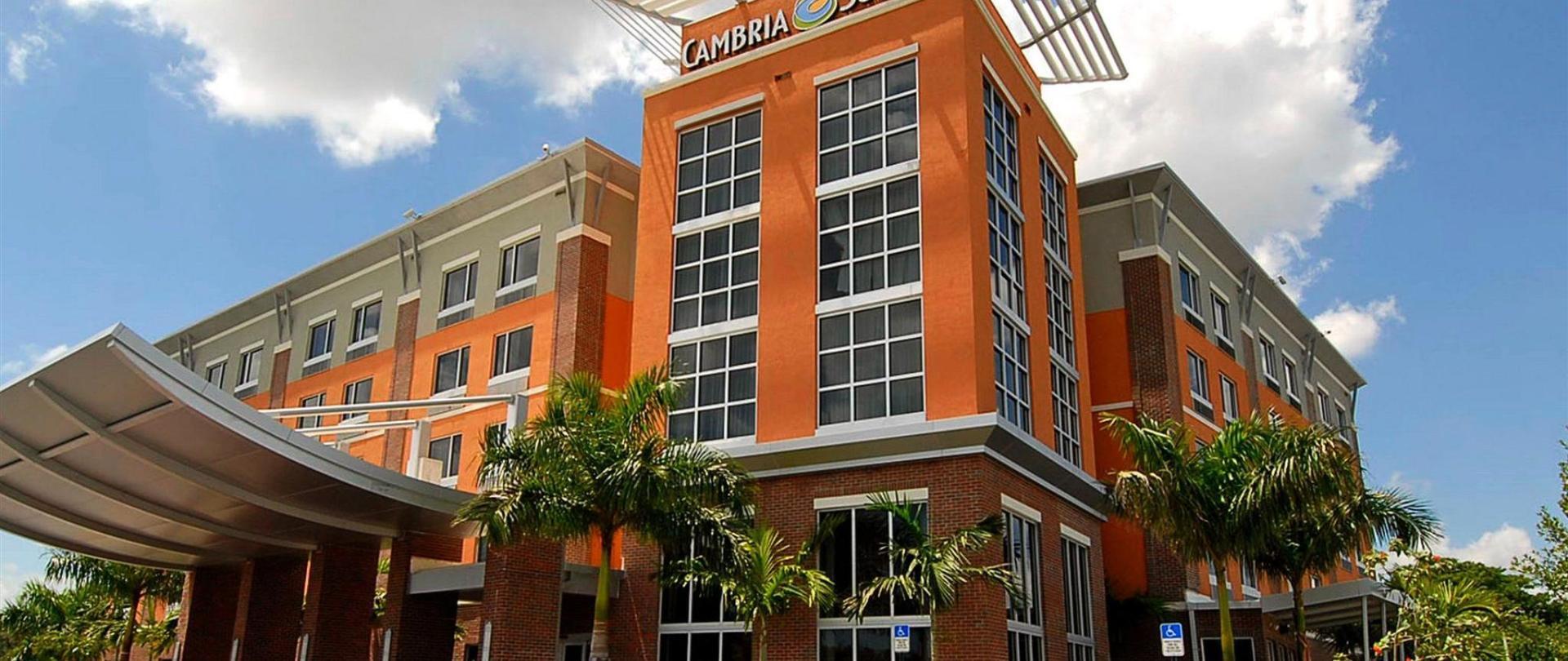 cambria-hotel-suiten-dania-strand-aussen.jpg