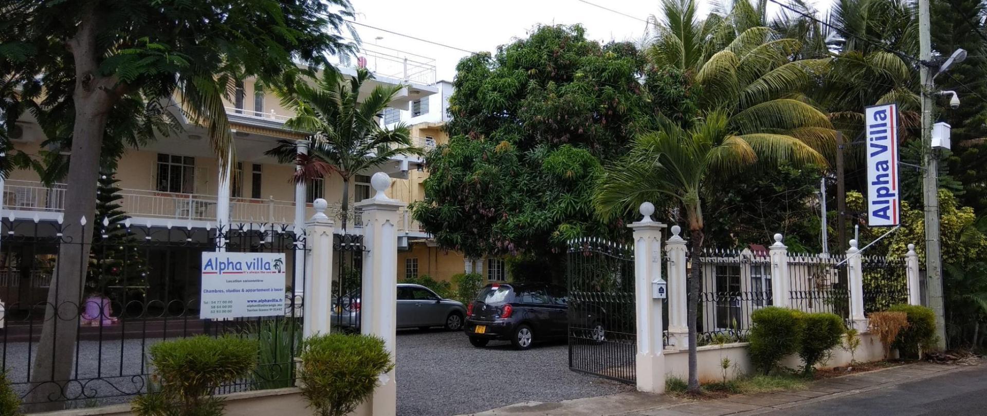 L'entrée principale d'Alpha Villa