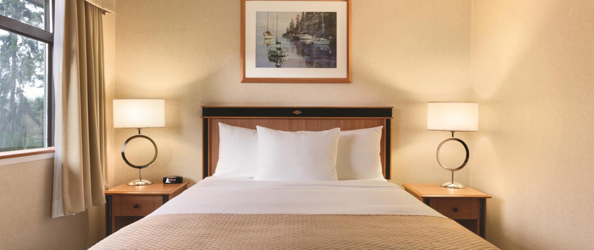 C 1 Queen Bed 4378x2918.jpg