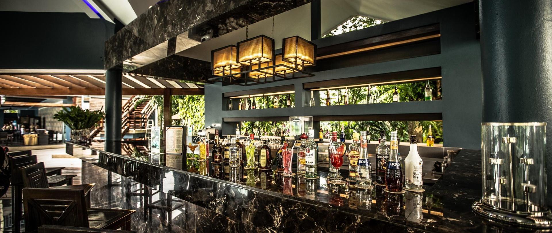 Lobby Bar 4.jpg