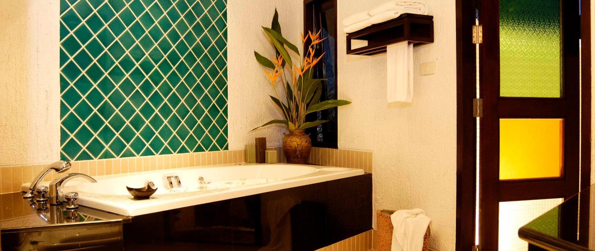 Deluxe Cottage 5 - Bathroom.jpg