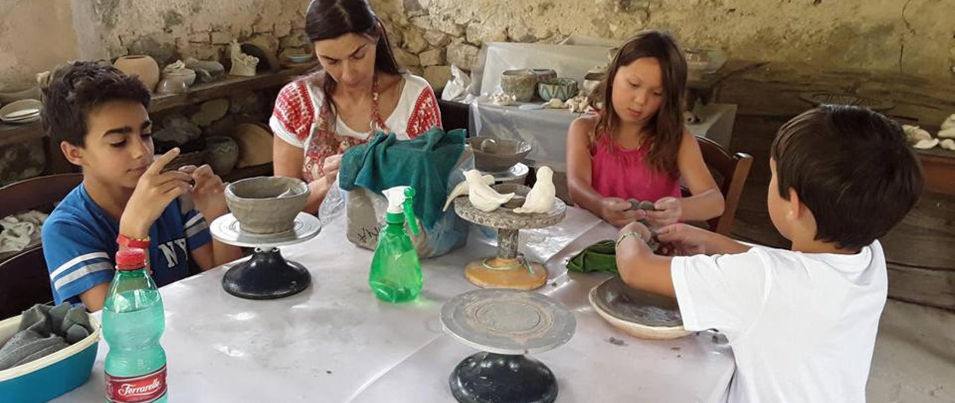 ceramica con bambini.jpg
