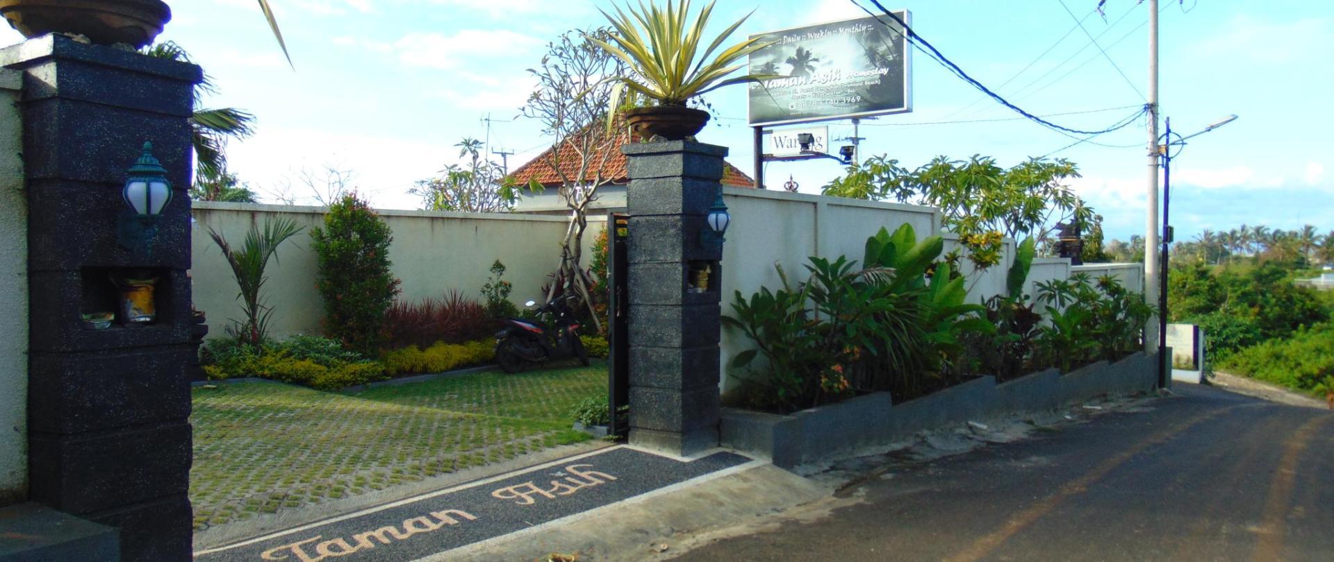 07. Hotel Front_04.JPG
