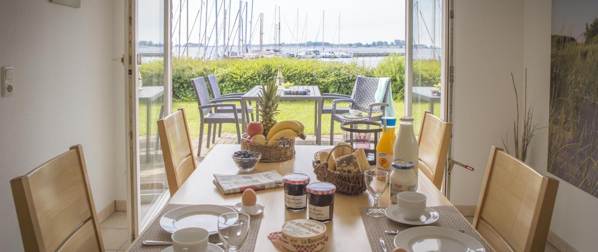 EG Küche Esstisch Terrasse.jpg