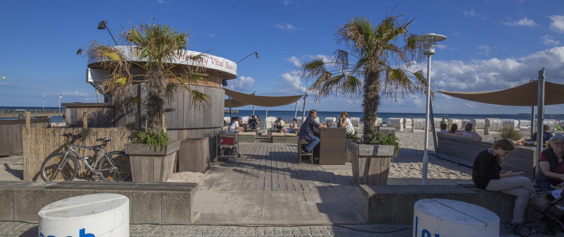GroBro Strand Lounge Bar.jpg