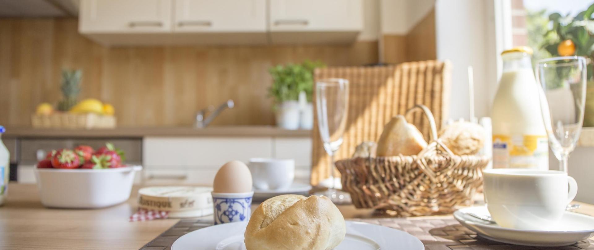EG Küche Esstisch Frühstück.jpg