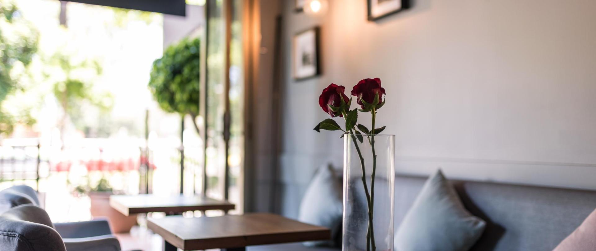 Cafe 3.jpg