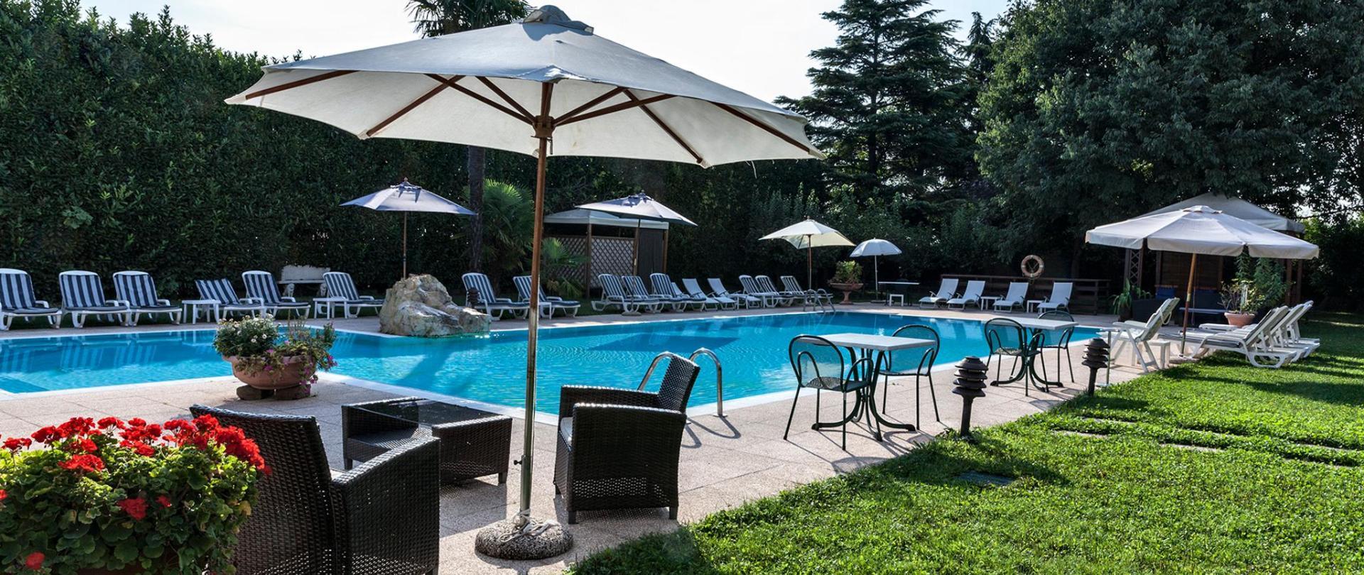 Hotel Saccardi piscina_giorno_ms100-70 _MG_6015.jpg