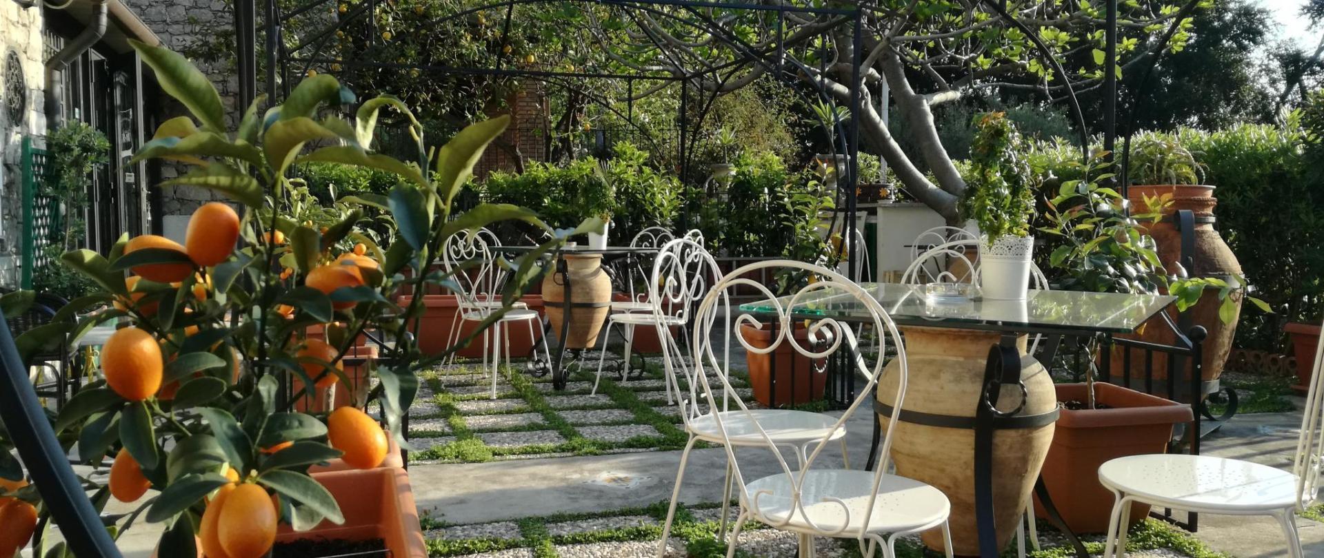 B & B_Villa_Schiticchiu_Taormina_garden1.jpg