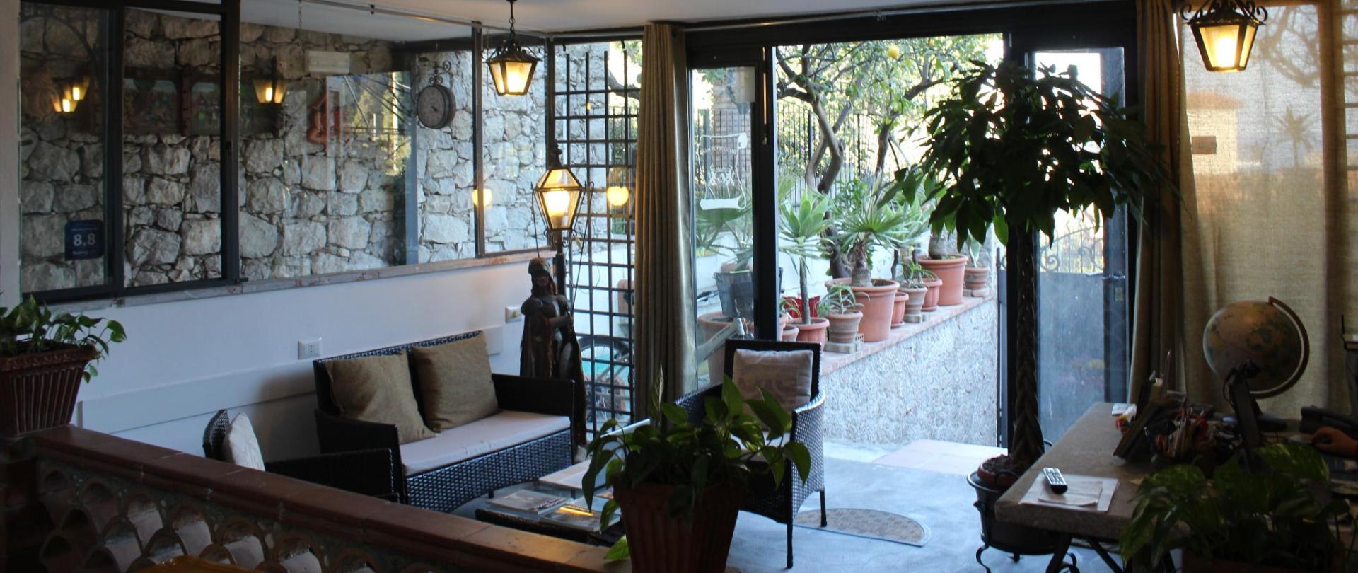 B & B_Villa_Schiticchiu_Taormina_reception_infopoint