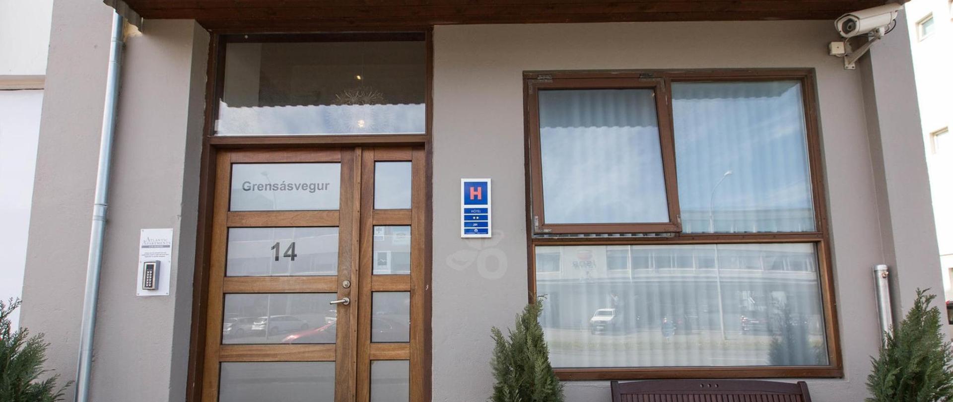 entrance--v17295626-2000.jpg