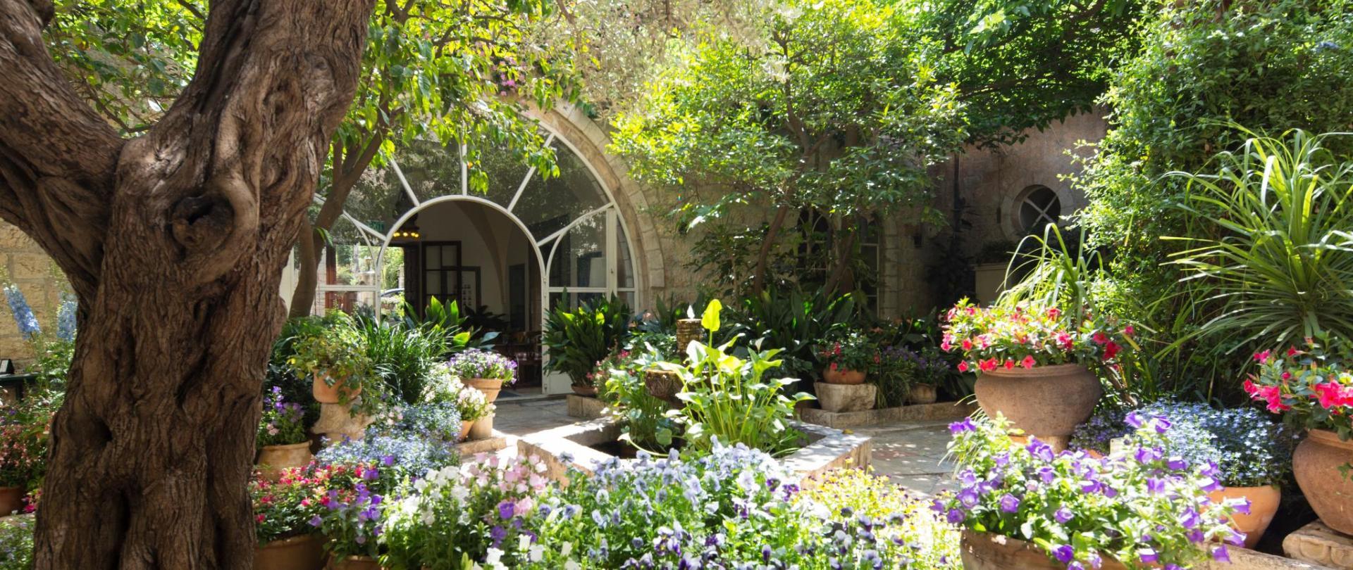 Courtyard_Spring2018_1.jpg