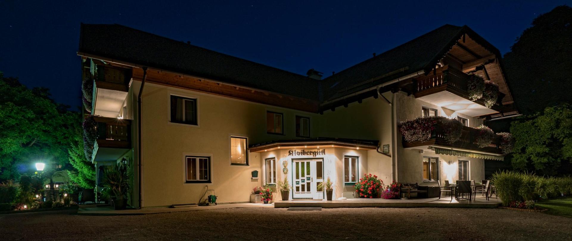 Haus bei Nacht 1.jpg