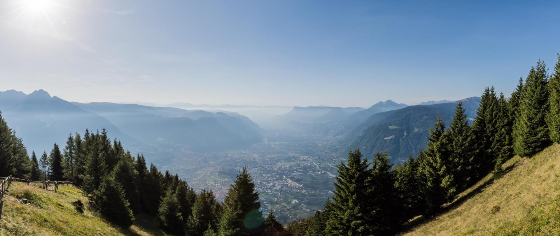 -®wisthaler.com_17_08_TV_Dorf_Tirol_HAW_4100-Pano-min.jpg