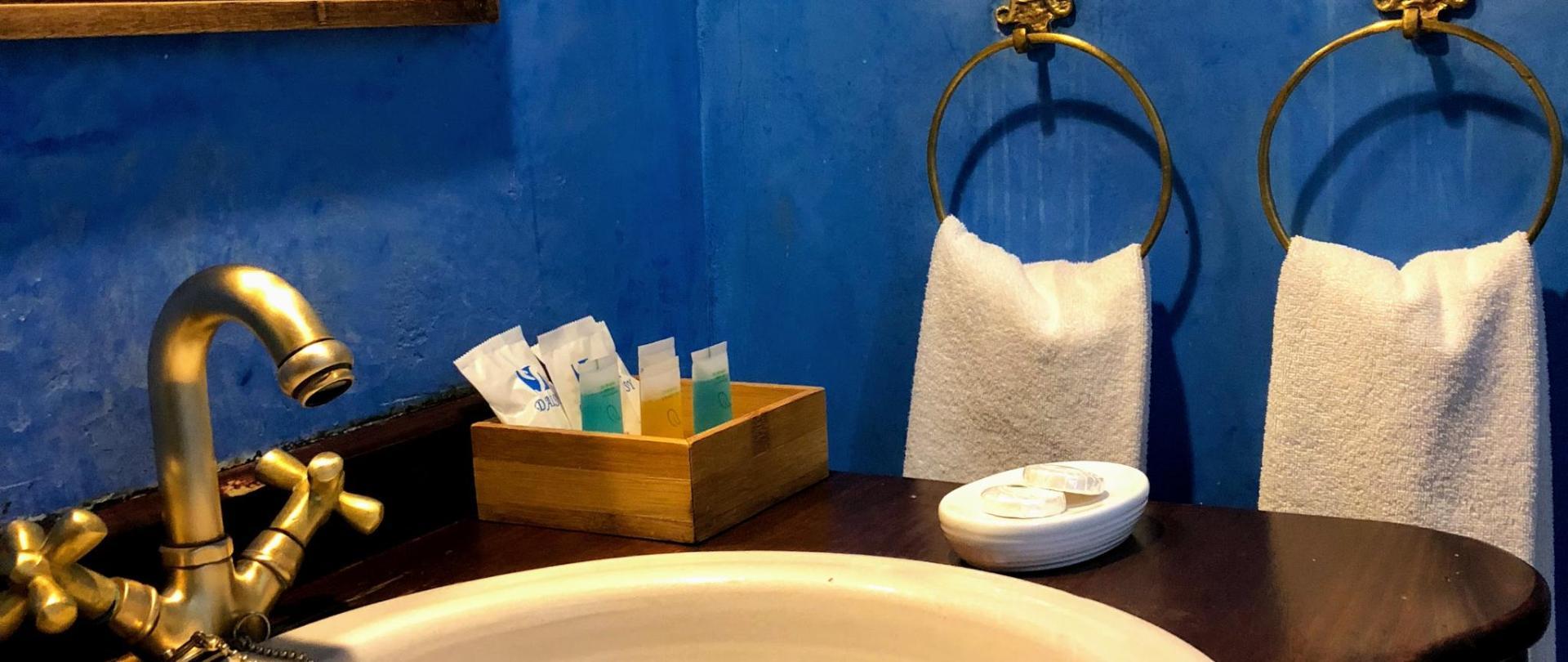 Baño azul.jpg