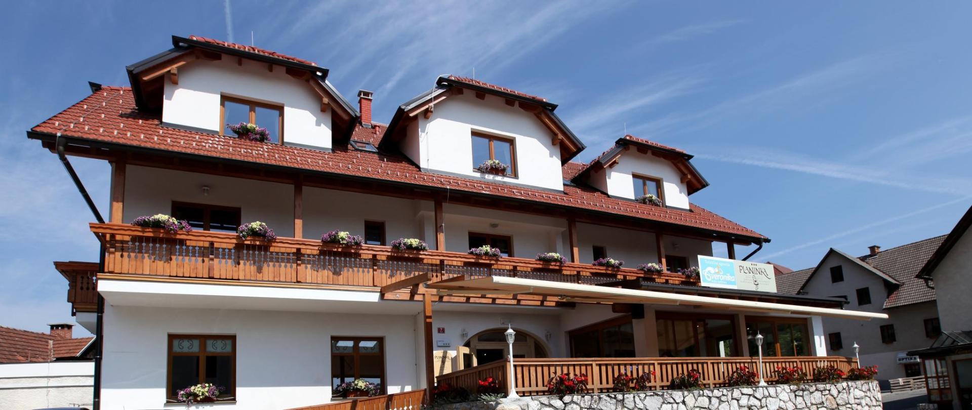 hotel_planinka_zunanjost_poleti.jpg