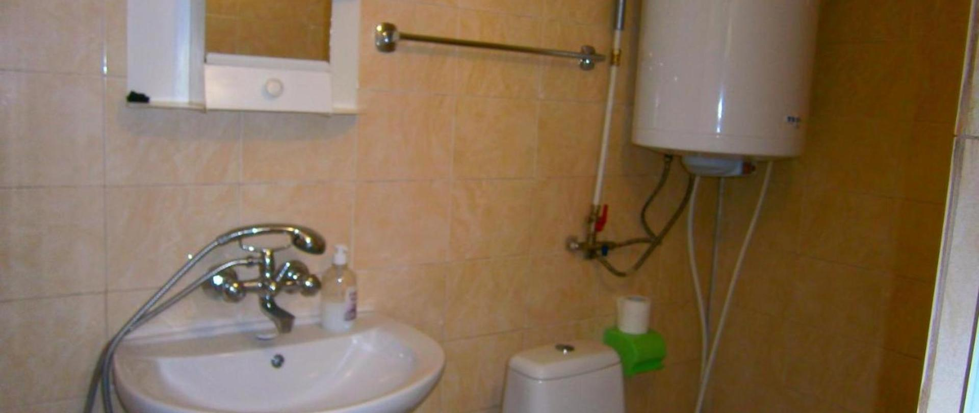 badeværelse med toilet, dobbeltværelse