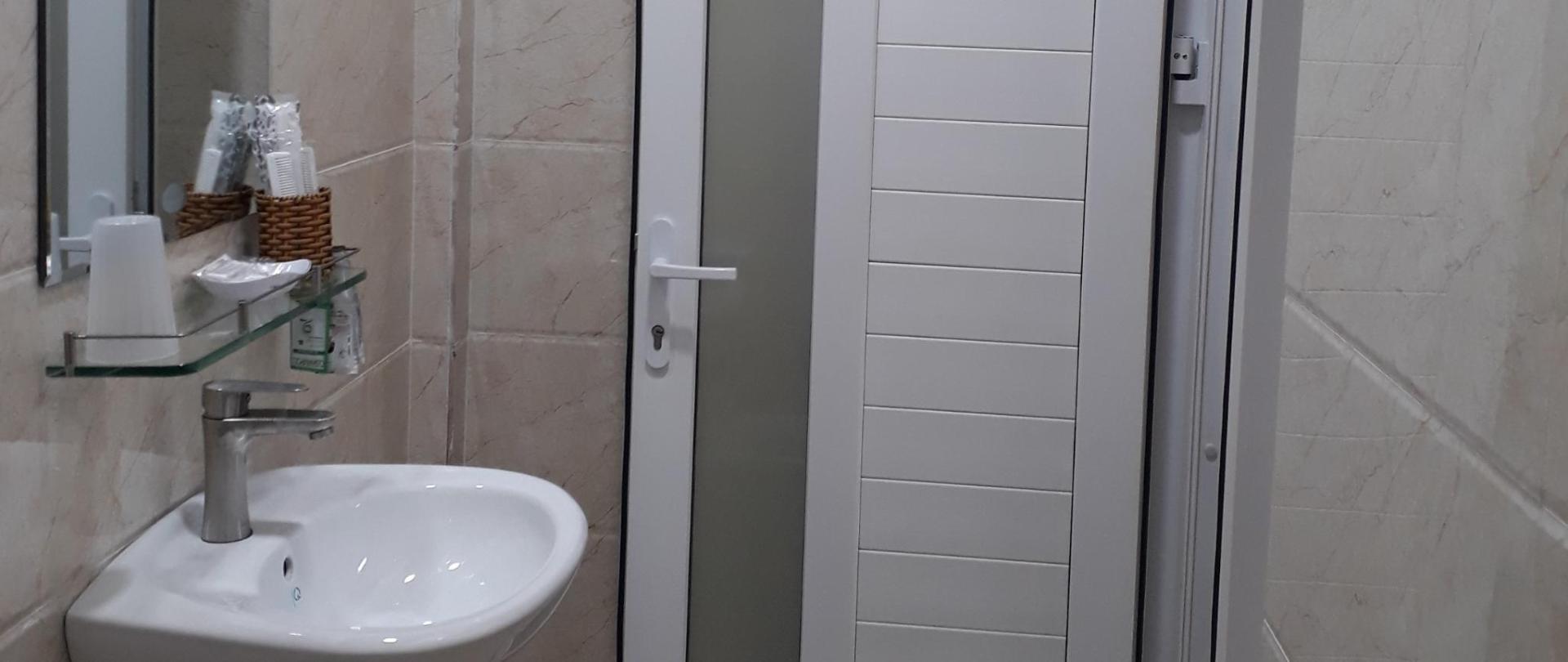 Toilet phòng đôi 1.jpg