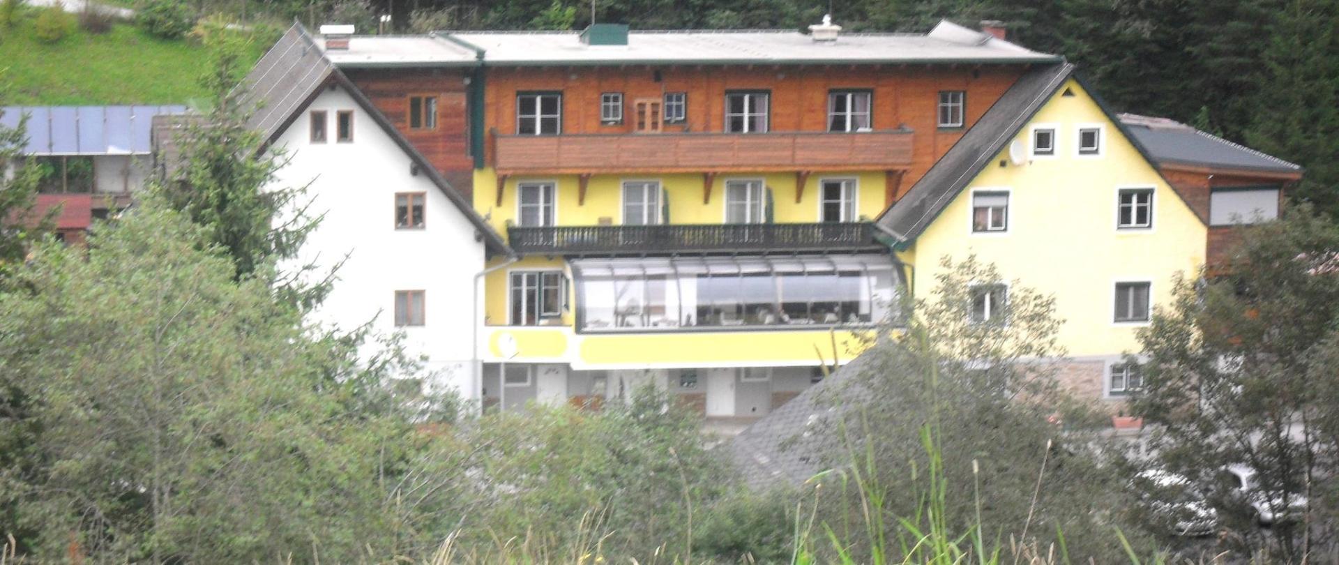 Großes Bild Gasthof.jpg