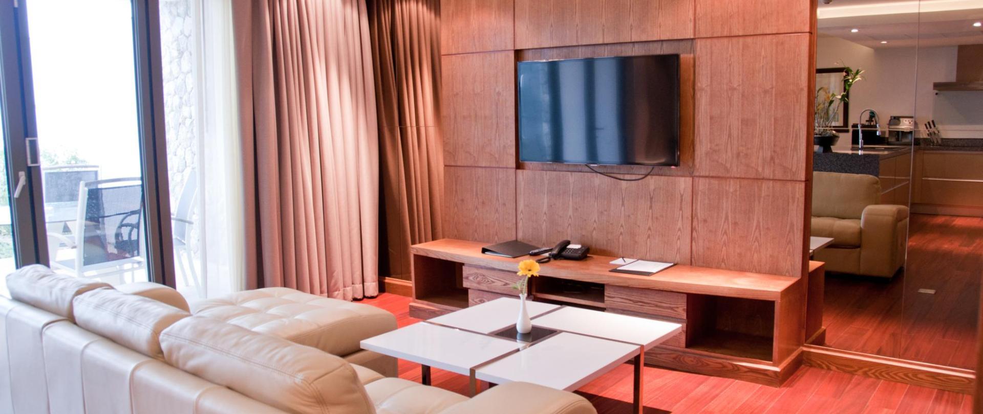 Beachfront_Livingroom_01.jpg