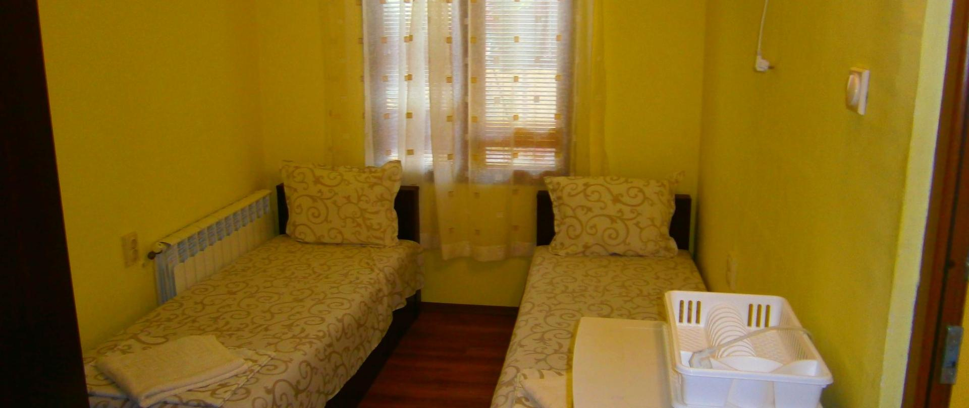 værelse med to enkeltsenge