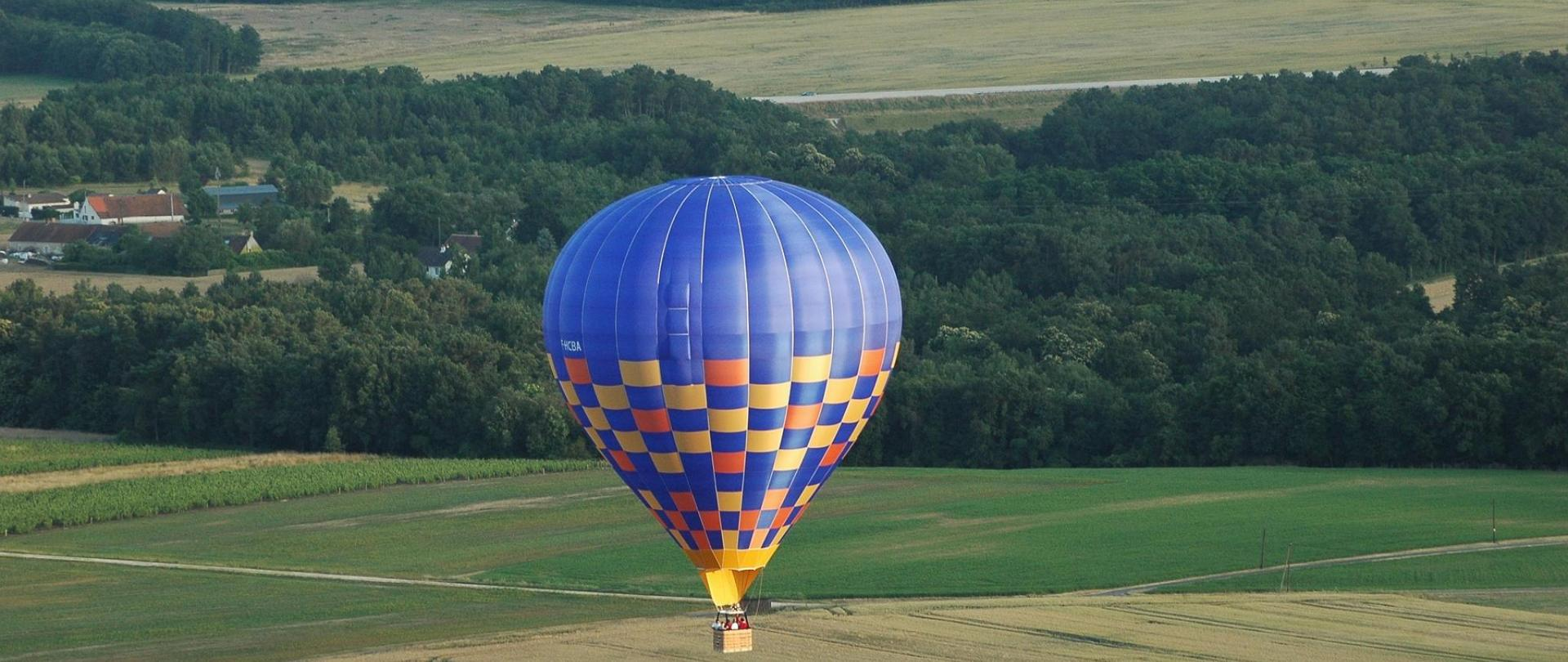 balloon-trip-3432400_1920.jpg