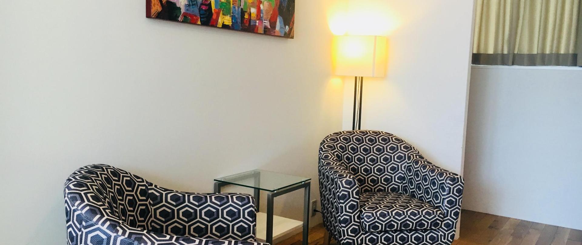 7F 椅子.jpg