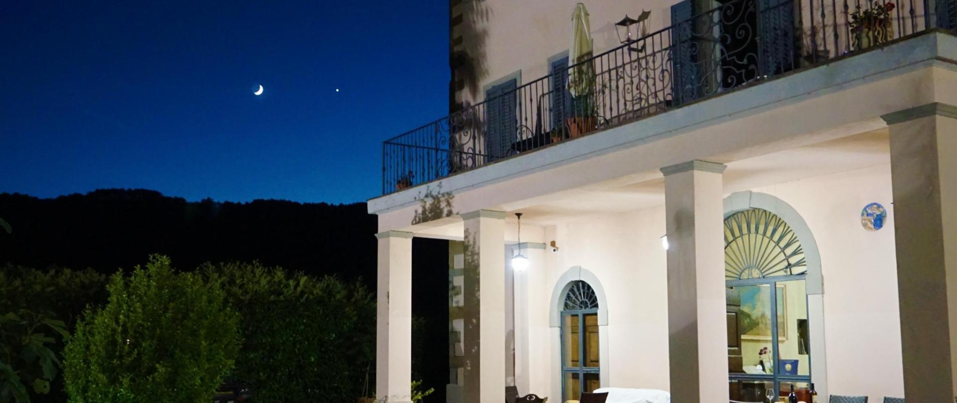 villa di notte.jpg