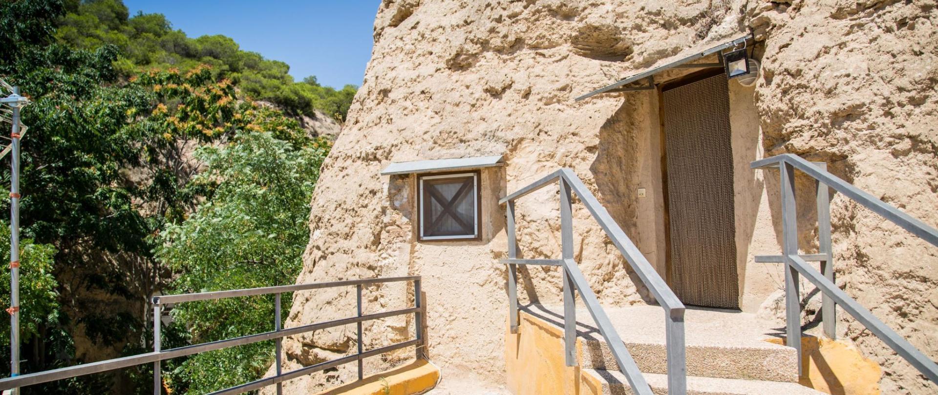 resized_2018_01 Exterior cuevas de Valtierra-55.jpg
