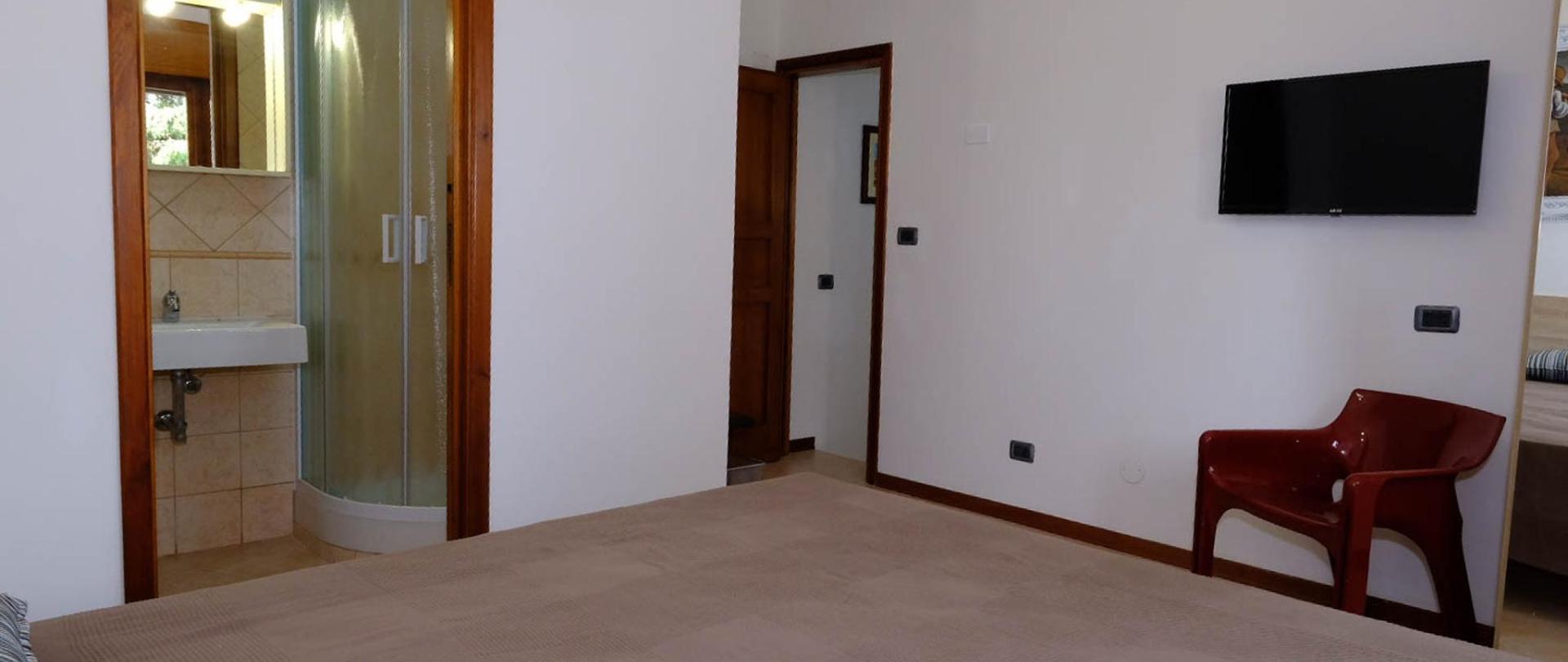 EMPORIUM GUEST HOUSE ROOM 4.jpg