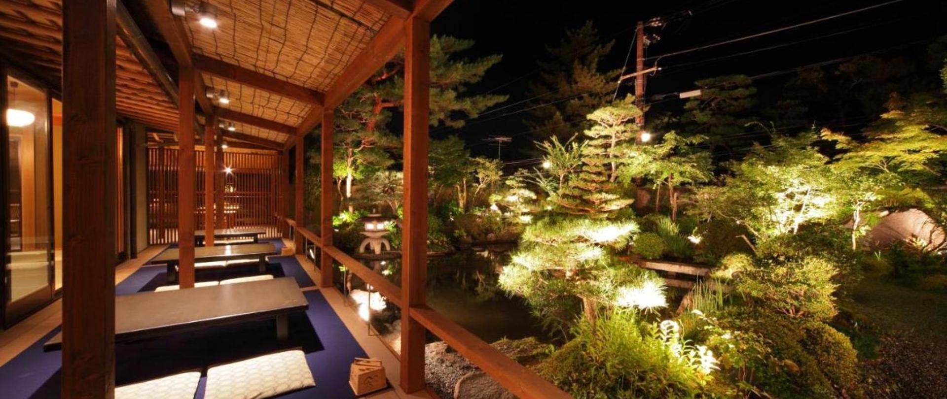 庭園レストラン 床席