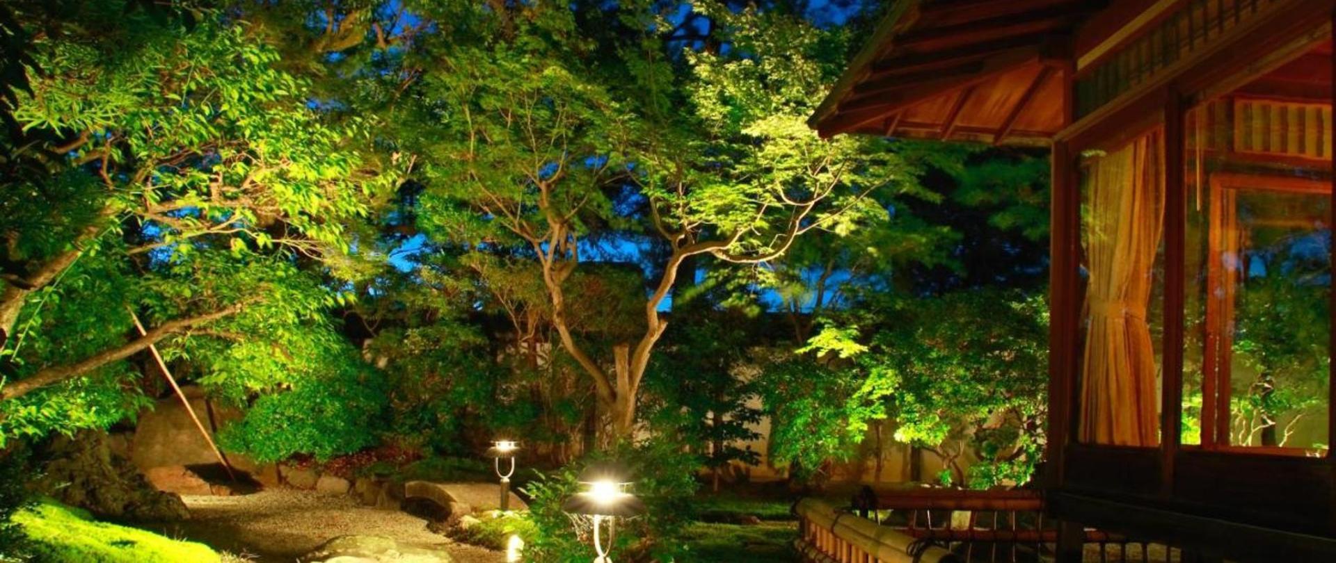 【竹の間】本館8帖+8帖+広縁6帖+庭園露天風呂(一階庭側)