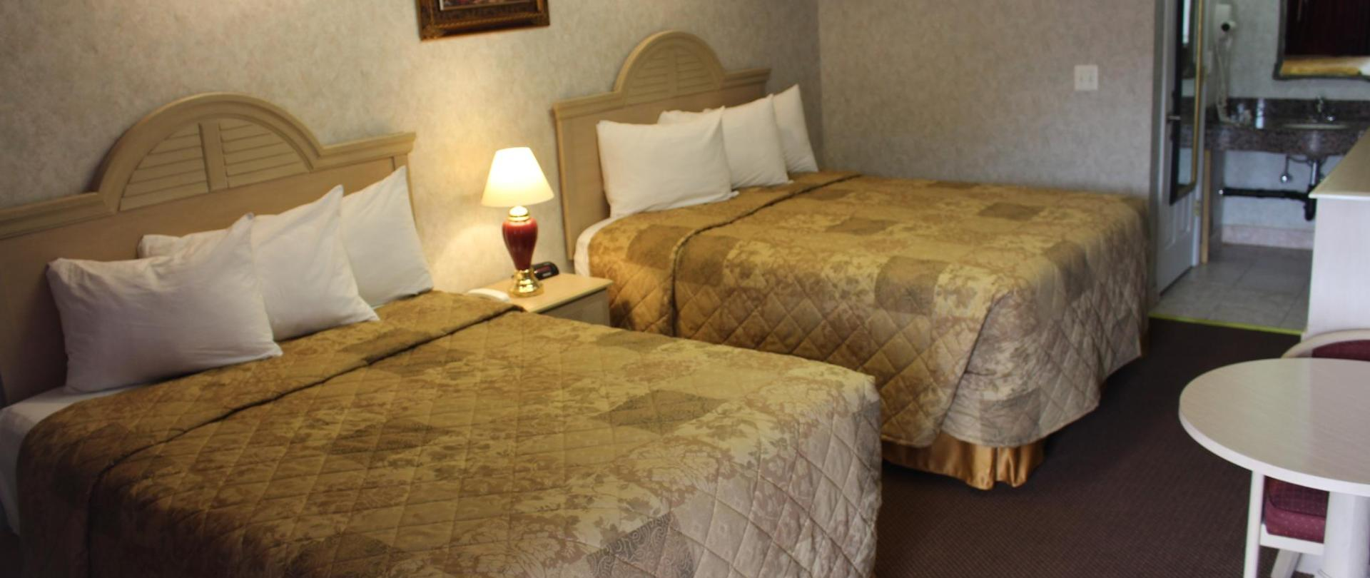 Deluxe Double Bed 1.JPG