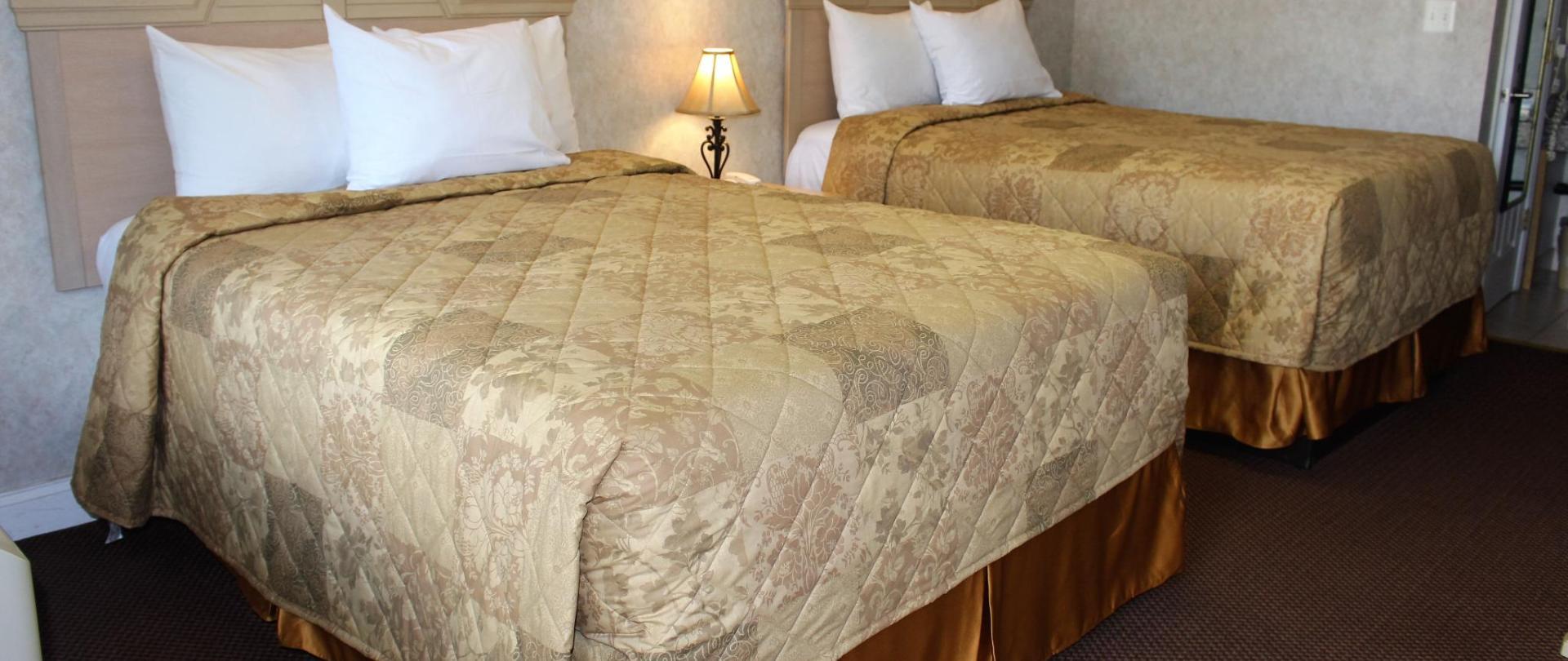 Deluxe Double Bed 2.JPG