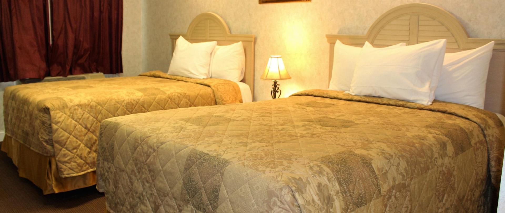 Deluxe Double Bed 3.JPG