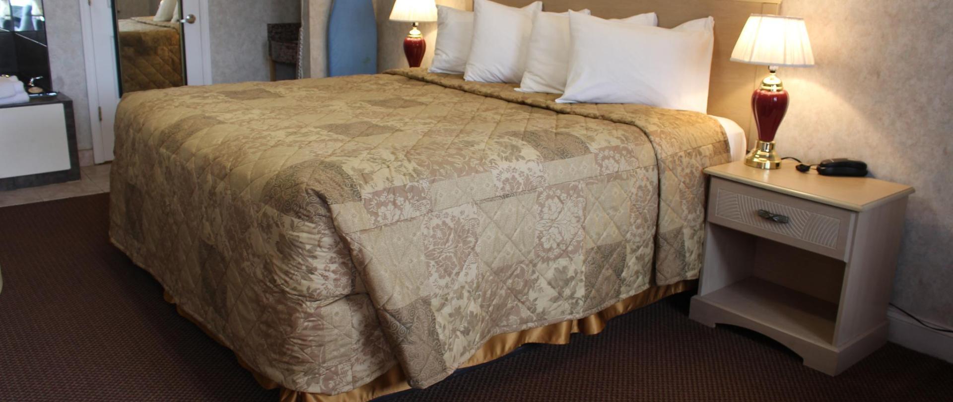 Deluxe King Bed 2.JPG