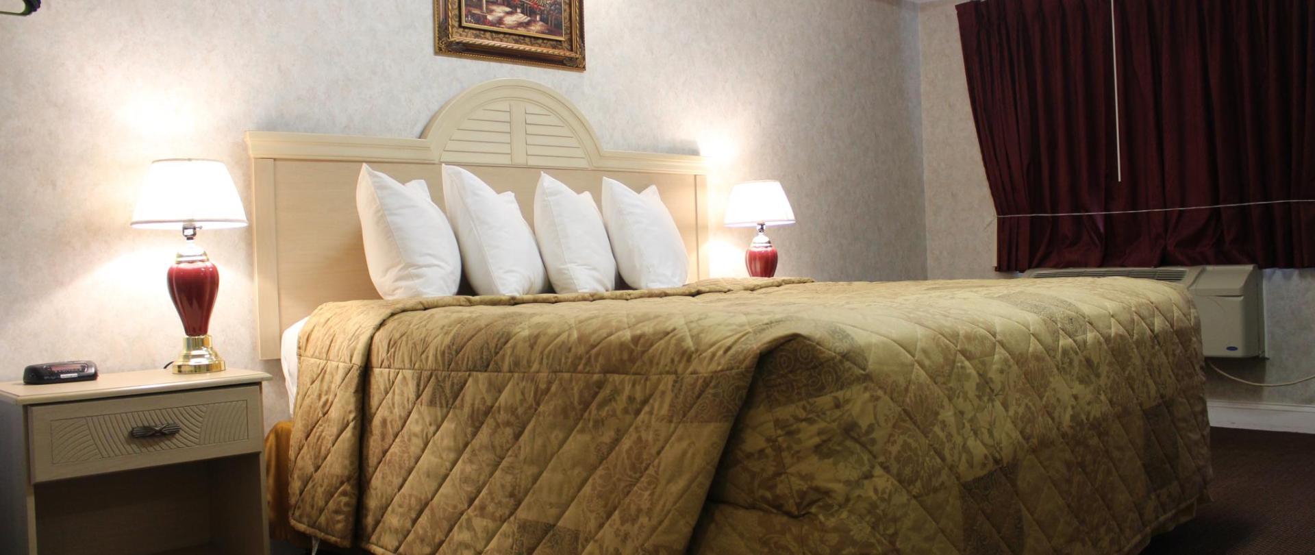 Deluxe King Bed 5.JPG