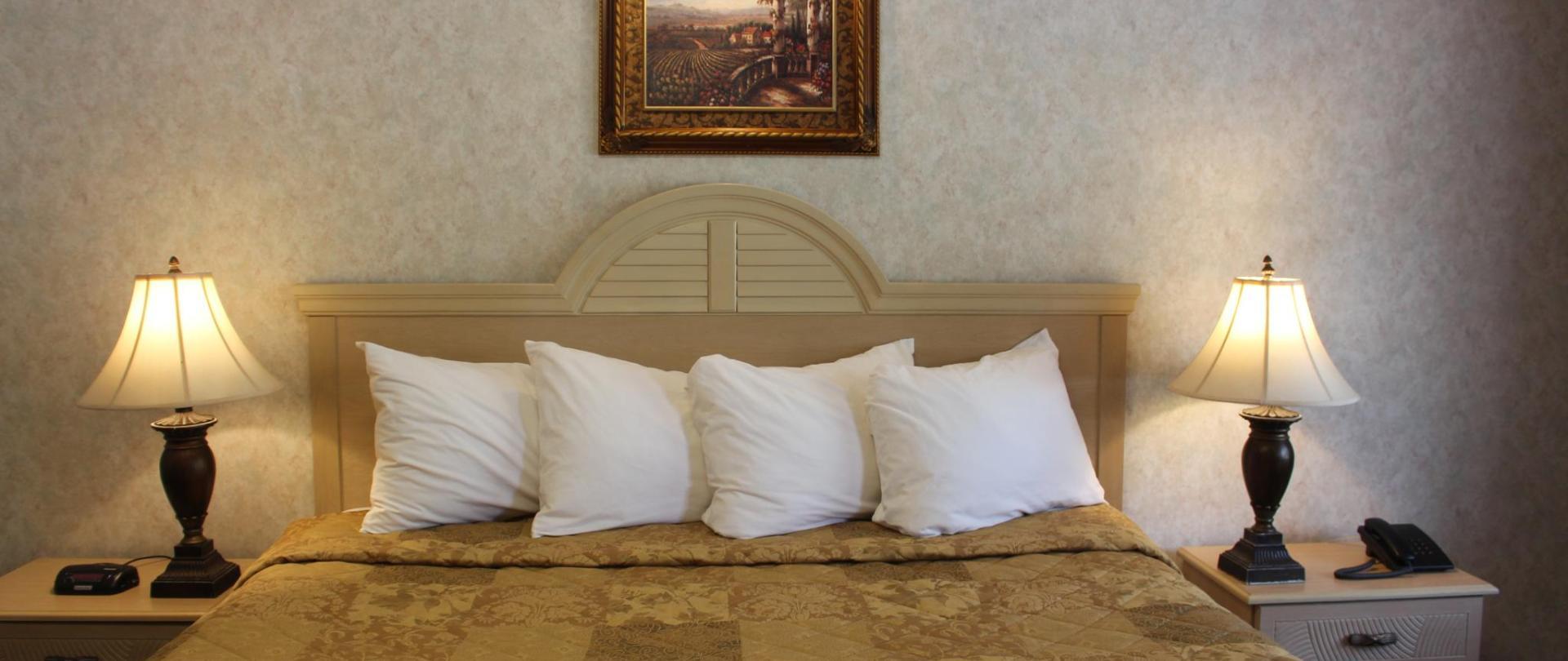 Deluxe King Bed 6.JPG